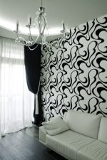 Белые обои с черным рисунком с в интерьере