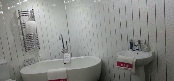 Что лучше пвх панели или плитка в ванной – Панели пвх под плитку — Что лучше пвх панели или плитка в ванную комнату(совместный санузел)? — 22 ответа
