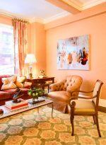 Цвет стен персиковый – Персиковый цвет в интерьере гостиной, спальни и других комнат: с чем сочетается
