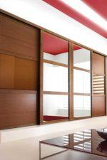 Декор шкафа купе – необычные новинки, фотогалерея со стеклянными, комбинированными, глянцевыми и пескоструйными вариантами. Сборка, замена и оформление