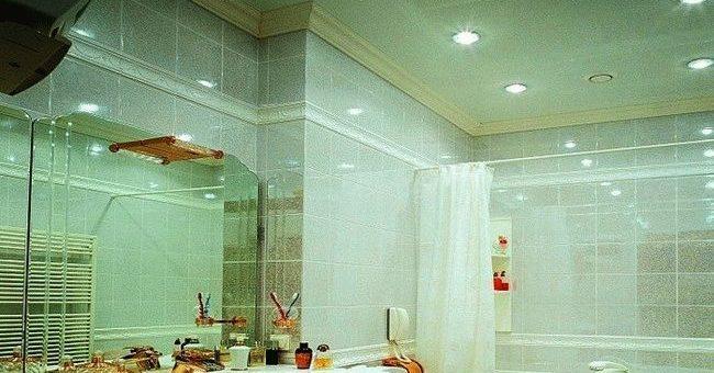 Дизайн потолка в ванной – Фото потолков в ванной комнате: натяжные пластиковые, реечные потолки. Фото дизайна потолков