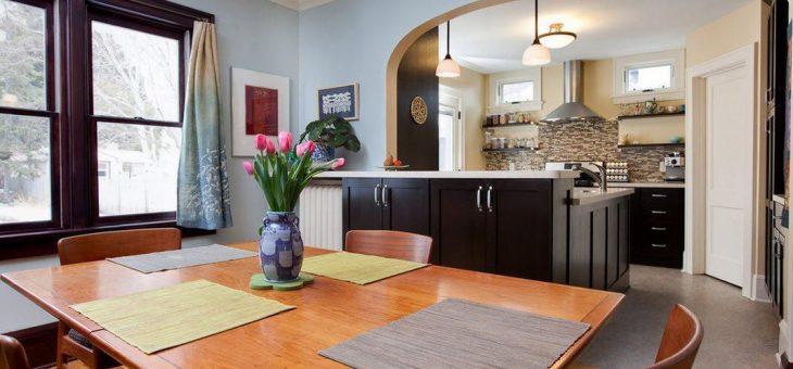 Дизайн зала с аркой в кухню