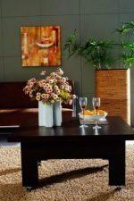 Дизайнерский стол трансформер – механизмы овального трансформера, стол-парта и стол-стул венге и белого цвета, размеры моделей на колесах