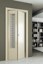 Двери складные межкомнатные варианты – двойные стеклянные модели, складывающиеся пополам, с поворотным и раскладным механизмом