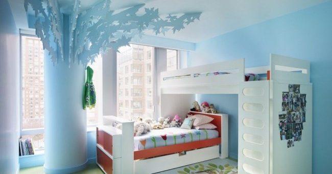 Двухъярусная кровать в детской комнате фото