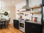 Фото кухни с угловой вытяжкой и плитой – Вытяжка на кухню — 70 фото вариантов в интерьере, как выбрать вытяжку для кухни