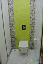 Фото шкафы для туалета – Туалет и шкафчик для Золушки, отделка санузла, система хранения для хозяйственных мелочей в санузле, стеновой шкафчик в туалете, навесной потолок со встроенными светильниками