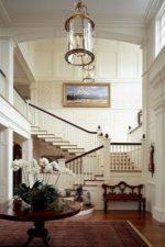 Фото холл в частном доме – интерьер в квартире и на втором этаже в частном доме, идеи по оформлению пола плиткой и стен обоями