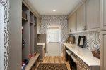 Фотообои в дизайн прихожей в – дизайн длинной узкой светлой прихожей, варианты для стены маленького коридора, интересные идеи для интерьера в квартире