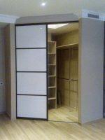 Гардеробные г образные – гардероб с раздвижной радиусной дверью в спальню, детскую или прихожую