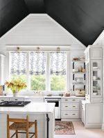Интерьер двухэтажного дома внутри фото – Классический двухэтажный дом демонстрирует уютный и теплый интерьер с дорогими деталями