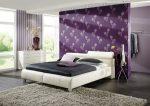 Как поклеить обои двух видов в спальне фото – Как подобрать обои двух цветов в спальню: правила сочетания, способы декорирования