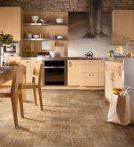 Как выбрать плитку на пол на кухню – Плитка на пол для кухни – выбор материала, способы укладки, достоинства и недостатки плитки на кухне