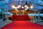 Канны красные фото – красные канны. Знаменитый красный ковер шаги Каннах фильм фестиваля дворец – Стоковое редакционное фото © LiliGraphie #13767195