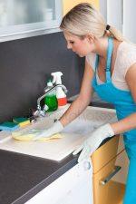 Картинки на кухне – Картинки уборка на кухне, Стоковые Фотографии и Роялти-Фри Изображения уборка на кухне