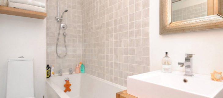 Керамическая плитка для ванной дизайн фото в хрущевке – Шикарные варианты маленькой ванной комнаты в хрущевке — секреты большого дизайна!