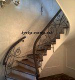 Кованое крыльцо с навесом и перилами фото – для лестниц в доме и на улице, на крыльцо, на балкон, красивые сварные-металлические защитные конструкции, белые, с патиной, в нашей галерее