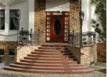 Крыльцо деревянное круглое – Парадное крыльцо частного дома, фото трапециевидного, полукруглого, углового, классического крыльца, обзор закрытых и открытых, на две стороны и одну крылечек