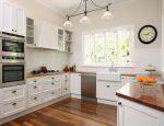 Кухни угловые с окном