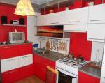 Кухня черно бело красная фото – Красная кухня — 105 фото идей оформления дизайна кухни яркими цветами