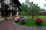 Ландшафтный дизайн загородного – как организовать цветник около коттеджа своими руками, примеры обустройства ландшафта возле дачного участка, галерея идей