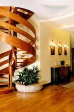 Лестница винтовая на второй этаж в частном доме – нюансы установки своими руками и модели эконом-класса на второй этаж в частном доме, расчёт и размеры, примеры металлической и деревянной конструкции