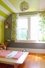 Мансарда детская комната – комната для девочки и для мальчика на мансардном этаже, дизайн для малыша и для подростка, спальня с ломаной крышей