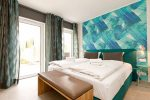 Обои компаньоны для спальни каталог фото – Обои для спален (156 фото): дизайн интерьеров, модные и современные идеи 2018, какие обои лучше подходят: светлые или темные