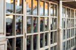 Оформление окон в кафе фото – Картинки окно из кафе, Стоковые Фотографии и Роялти-Фри Изображения окно из кафе