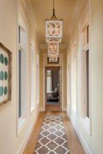 Освещение в коридоре натяжной потолок фото – светильники в коридор, какие выбрать к натяжными потолками, дизайн с зеркалами, для маленькой прихожей в «хрущевке», длинной и узкой