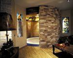 Отделка дома декоративным камнем фото – Искусственный камень в интерьере — варианты внутренней отделки комнат, фото