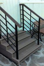 Перила для крыльца из дерева фото – металлические ограждения для наружных лестниц, как сделать своими руками уличные перила из металла