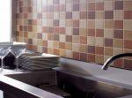 Плитка на стену на кухне – как правильно класть фартук из керамической плитки своими руками, как правильно наклеить на стены у потолка, с чего начать