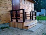Проект крыльца деревянного дома – чертеж, конструкция крыльца, расчет размера высоты ступеней для наружной лестницы, как оригинально оформить готовую входную площадку перед домом сайдинговым покрытием или террасной доской, фото
