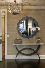 Шкаф в прихожую зеркальный фото – настенное зеркало в багете с тумбой, дизайн зеркального коридора с трюмо, вешалки и обувницы, идеи 2018