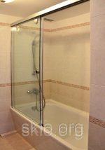 Шторки стекло для ванной