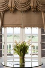 Шторы в гостиную фото с ламбрекеном – современные варианты 2018 для зала и спальни, кухни и гостиной, жесткий ламбрекен для красивых занавесок
