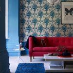 Синие обои для стен в интерьере фото – темно-синее и сине-красное покрытие для стен с розами в интерьере комнаты, сине-белые и однотонные модели и изделия с золотом, варианты цветов