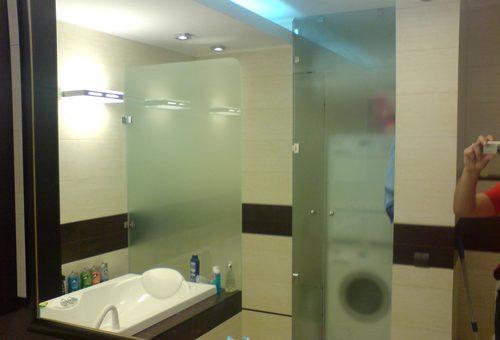 Стеклянные перегородки в ванной комнате – инструкция по изготовлению. Изготовление стеклянной перегородки для ваннойИнформационный строительный сайт |