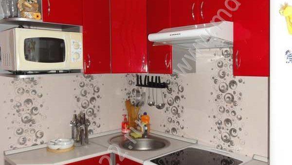 Угловые маленькие кухни с холодильником фото