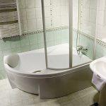 Ванна угловая со стеклянной шторкой