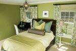 Зеленые обои в интерьере спальни